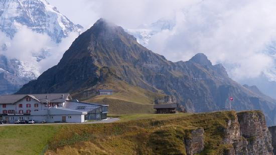 Beausite Park Hotel : Hiking starts at the front door or after a cable car ride