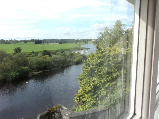 Duncan House: River Tweed & Flood Castle from room