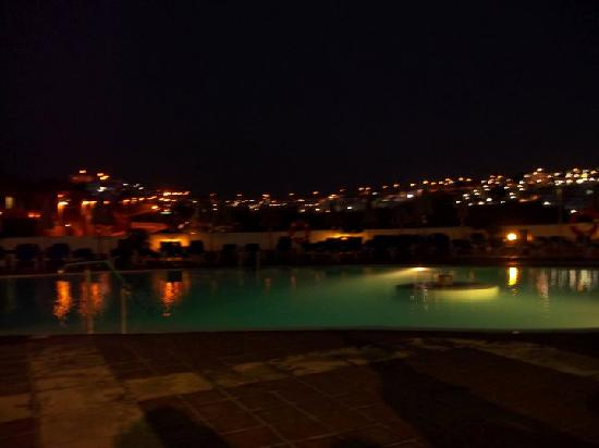 Hotel Altamadores: pool at night