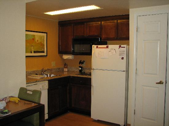 Residence Inn Alexandria Old Town/Duke Street: Kitchinette