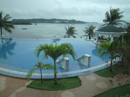 Lingganay Boracay Hotel Resort : The view from the window of Suite # 201