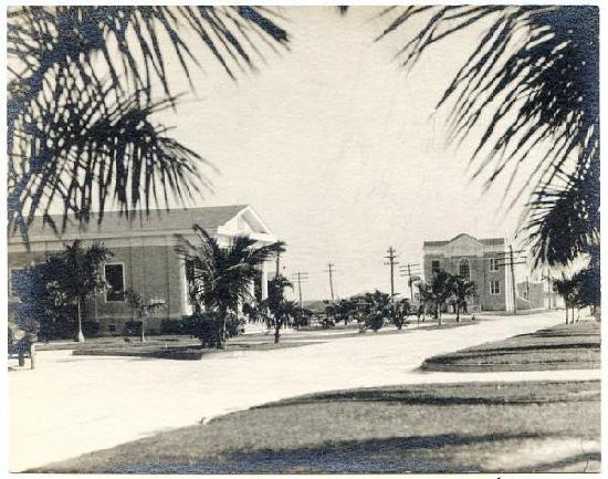 Everglades Historical Bed & Breakfast with Spa : Bank Building Circa 1924