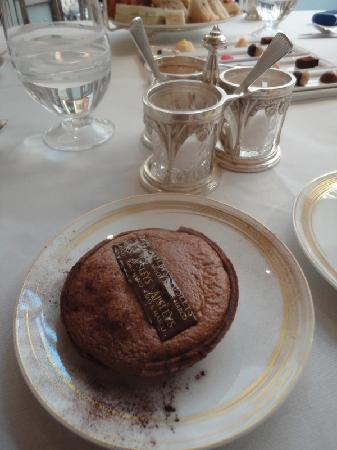 Apsleys: Afternoon tea