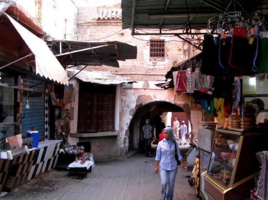 Auberge Riad Douzi: The Medina