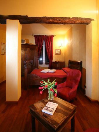 """B&B """"il MOLINO"""" Residenza Storica: Camera - le Macine - 2 Balconi con vista panoramica sui vigneti delle Langhe-Roero e Monferrato"""