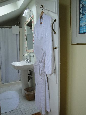 Brass Lantern Inn: Bathroom/Robes