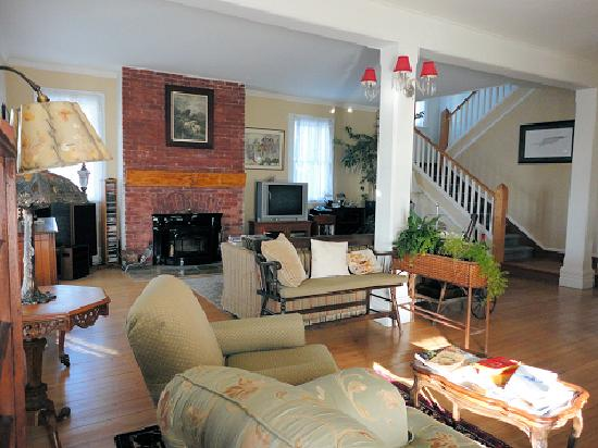 Mettawas-End Bed and Breakfast: Guest livingroom