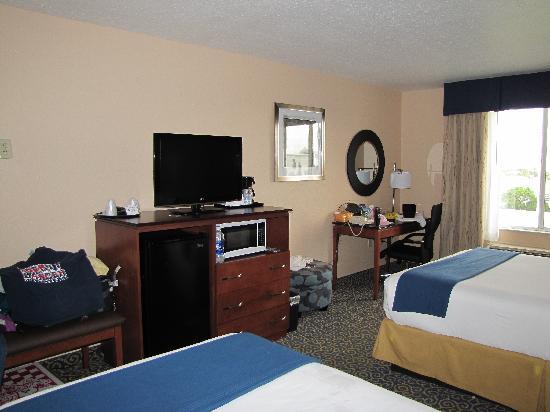 Holiday Inn Express Cocoa Beach: Large rooms - Executive Floor