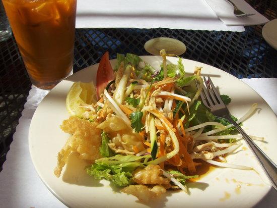 Rin's Thai Restaurant: Sesame chicken salad