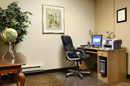 Baymont Inn & Suites Boston Heights/Hudson: Business Center with Free printer, fax, copier