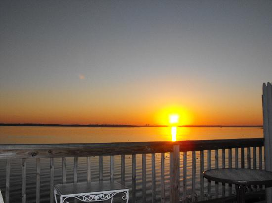 3 Royal Waterfront Suites: Sunrise From Our Room