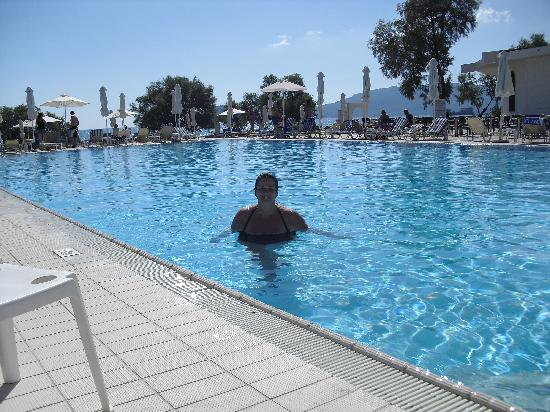 Louis Zante Beach Hotel: the pool was a bit cold but it was october