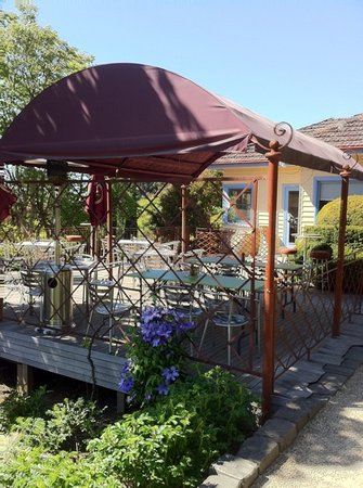 Chatterley's @ Cloudehill Nursery: outdoor seating
