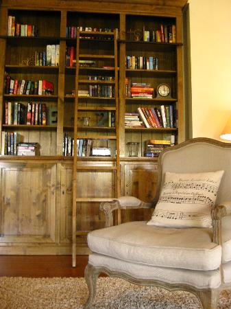 Spicers Clovelly Estate: Library