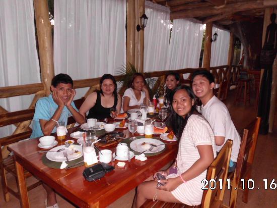 ปาโล อัลโต เบด แอนด์ เบรคฟาสท์: having breakfast with friends