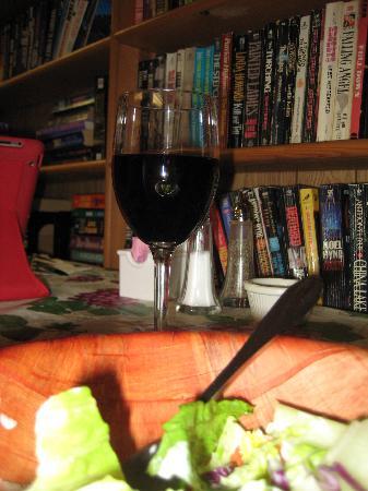 Green Gables Italian Cafe: Caesar salad and good wine