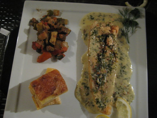 Creme De La Crepe: Salmon en croute with some sort of potato cake and grilled vegetables.