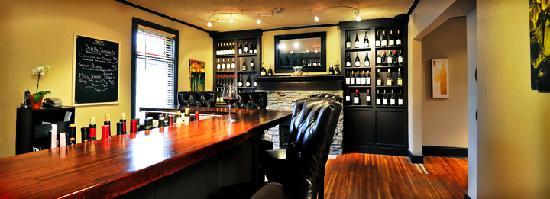 Main Street Cellar: Cozy bar area