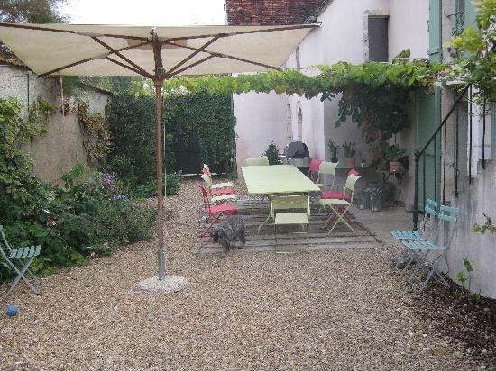 Le Charme Merry: The garden