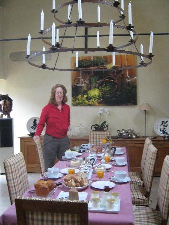 Le Charme Merry: Breakfast