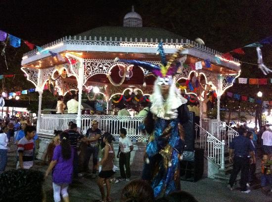 ตุซตลากูตีเอร์เรซ, เม็กซิโก: La fiesta que se vive todas las tardes en el parque de la marimba en Tuxtla Gutierrez, semana sa