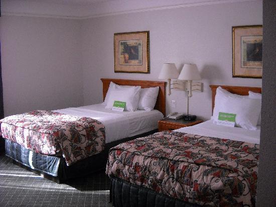 La Quinta Inn & Suites Birmingham Hoover: 3rd floor room