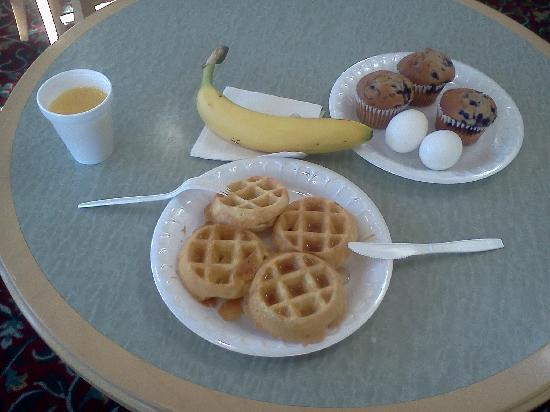 La Quinta Inn & Suites Birmingham Hoover: some of breakfast items