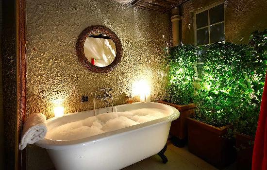 The Residence Boutique Hotel: En Suite Bath to all suites