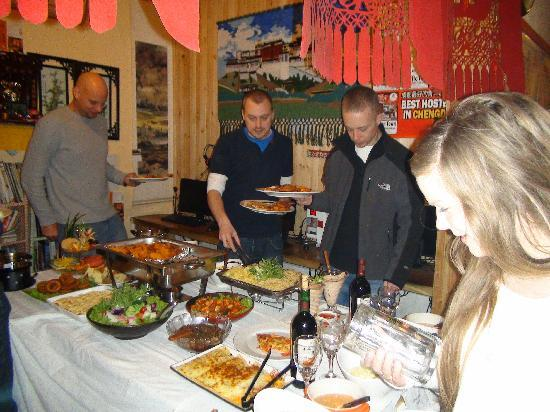 Happy Dragon Hostel: free buffet