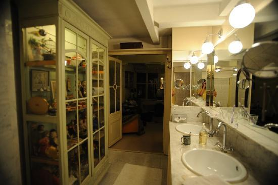 B&B Herengracht 21: The bathroom