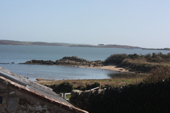 Mossyard Holiday Cottages: Threaby garden view out to sea
