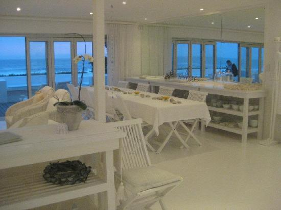 Whale View Guest House: Ess- und Wohnzimmer