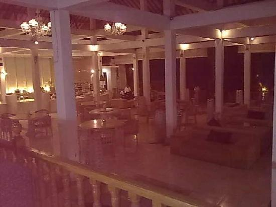 Je Je Resort : Dining area at night