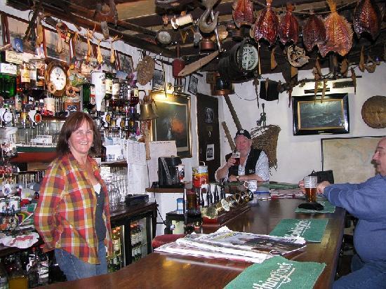 The bar in the Heart of Oak Inn