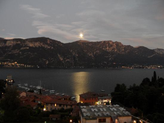 Hotel Belvedere Bellagio: Moonrise from hotel