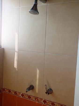 Hotel Santa Luisa Finca-Resort: shower