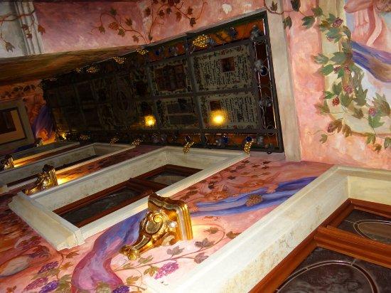Hotel U Pava: ceiling