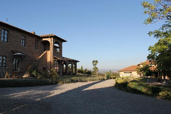 Agriturismo Sanguineto Montepulciano Hotel: Vista del cortile di fronte