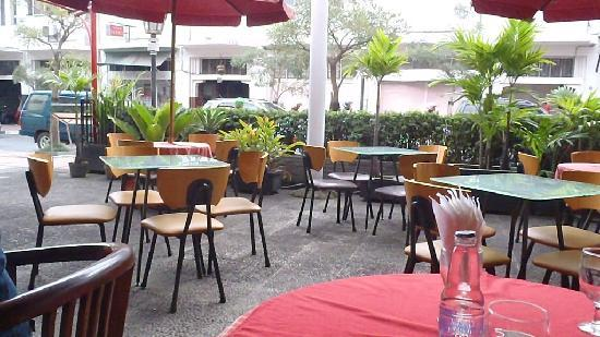 Maison Bogerijen: outside seating