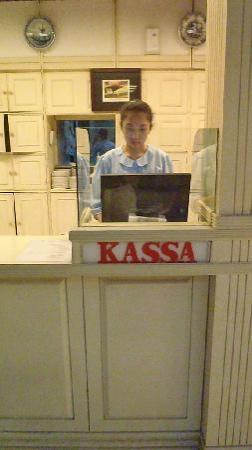 Maison Bogerijen: original cash register, nothing has changed