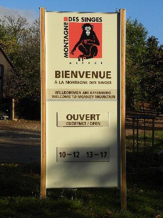 Kintzheim, Frankrike: Affenwald Hinweisschild Öffnungszeiten