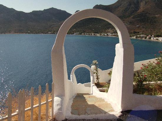 Tilos, Yunanistan: Another fine view of Livadia - tha main port