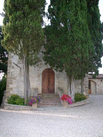Castello La Leccia: la chiesetta