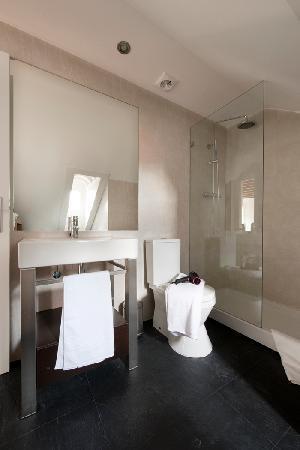 Livinglisboa Baixa Apartments: BATHROOM