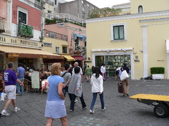 Grand Hotel Vesuvio: Capri main square