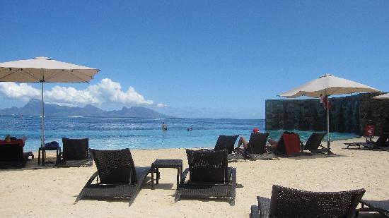 Manava Suite Resort Tahiti: the pool area