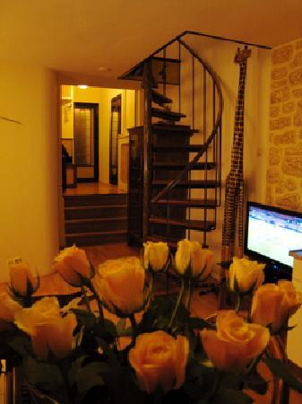 Suite 259: お部屋とバラ