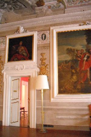 Palazzo Tucci: Entrata della nostra camera