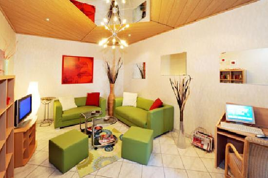 Hotel Franzenshof: tv-room