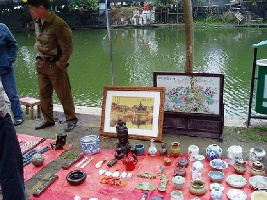 Haikou, Cina: 海口・東湖ー湖畔で骨董を売る露店